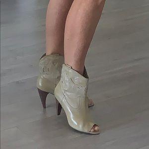 Steve Madden Luxe super cute booties